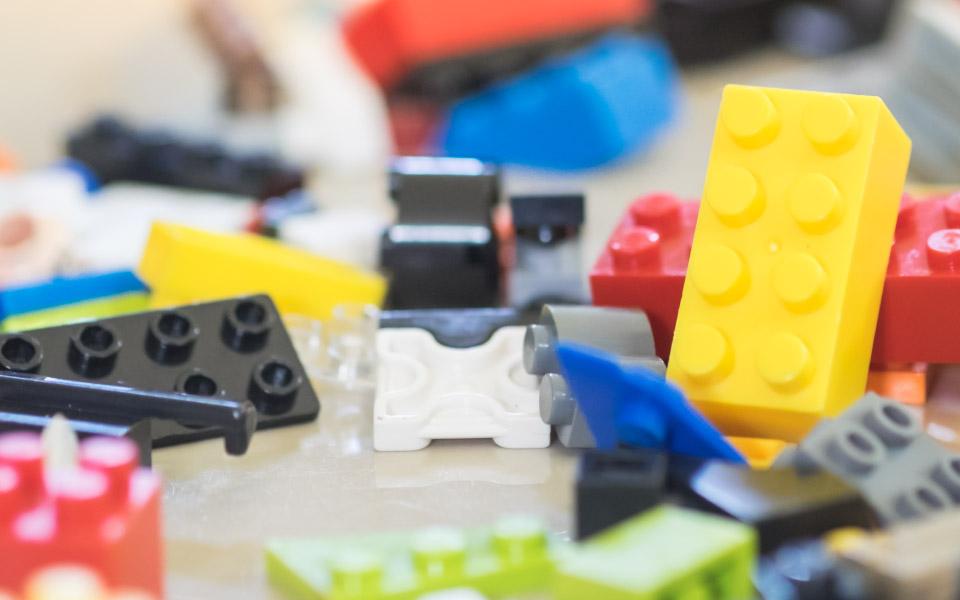 Maior exposição de Lego do mundo chega a SP com os heróis da DC Comics